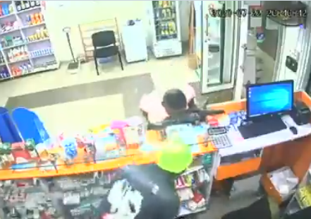 Two thieves caught on camera stealing at a pharmacy in Oyo (video)