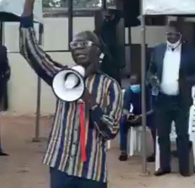 Adams Oshiomole leads APC members in anti-Obaseki prayer session (video)
