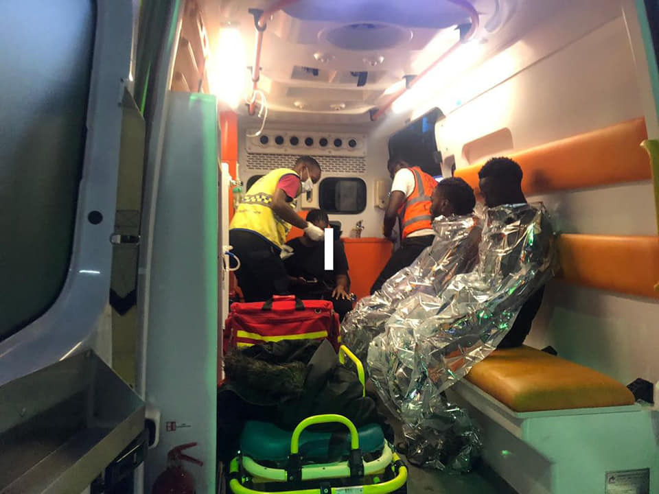 No life lost as boat with 10 passengers capsizes in Lagos (photos)