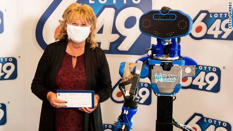$6million lottery winner gets her check from robot due to Coronavirus pandemic (photos)
