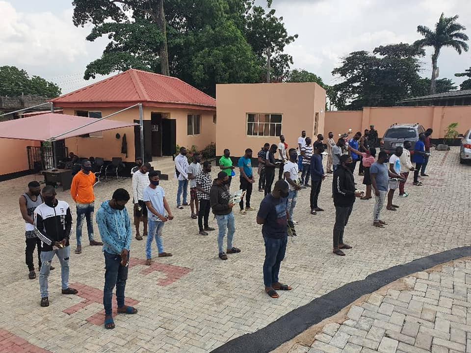 3 Corps members and 19 undergraduates arrested for alleged Internet fraud in Ibadan (photos)