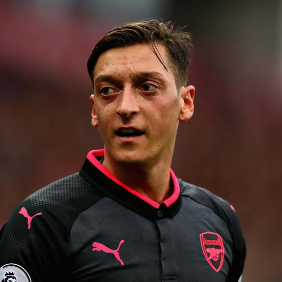 Mesut Ozil will regret wasted years at Arsenal if he stays - Former striker Alan Smith warns