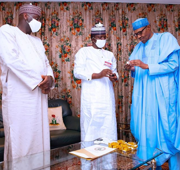 President Buhari receives gold bars and precious stones mined in Zamfara from Governor Matawalle (photos)