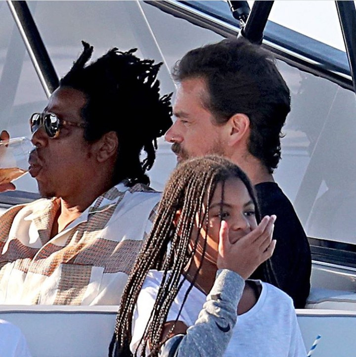 Beyonce, Jay-Z and their kids hang out with Twitter CEO, Jack Dorsey on a yacht in The Hamptons (photos)