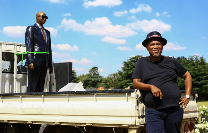 Drama at popular tombstone maker, Lebogang Khitsane?s memorial service as sister accuses his wife of sleeping with other men (video)