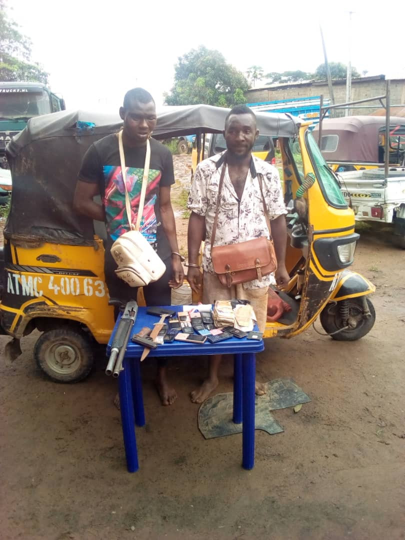Two notorious ?One-Chance? armed robbers arrested in Anambra (photos)