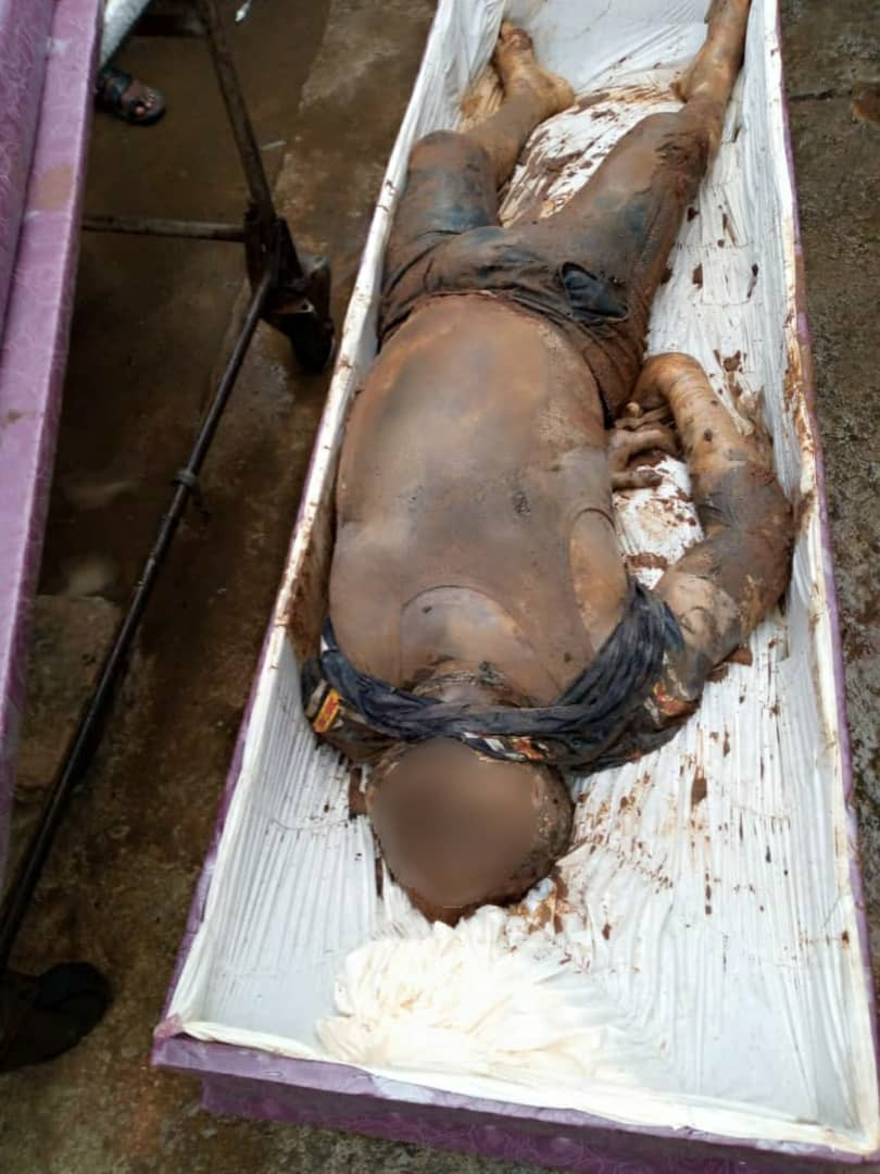 Police exhume body of man abducted and killed by three gang members in Anambra (photos)