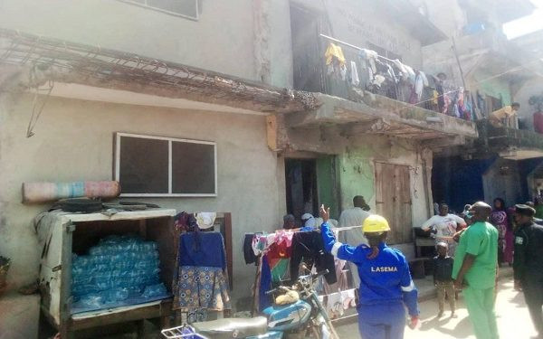 77 escape death as building collapses in Lagos (photos)