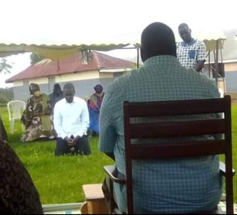 Ugandan businessman to pay 10 cows, 3 goats reparation to family, after publicly confessing to killing their son (video)