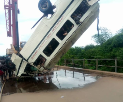 14 bodies recovered so far as bus conveying church members to a burial plunges into a river in Ebonyi (photos/video)