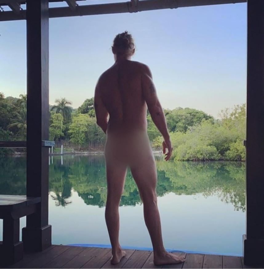Diplo goes naked to urge people to vote