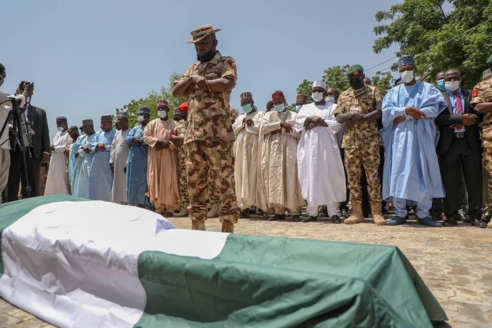 Army commander killed in Boko Haram ambush laid to rest. Borno gov gifts his widow N20m (photos)