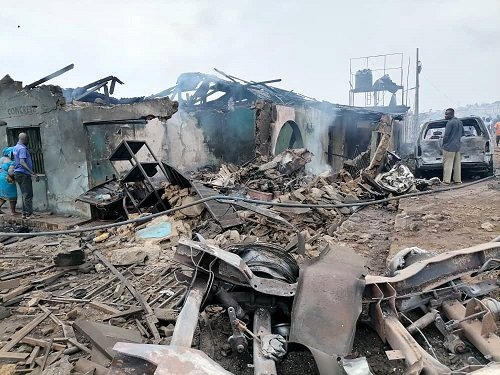 30 injured and 23 buildings destroyed in Lagos gas tanker explosion (photos)