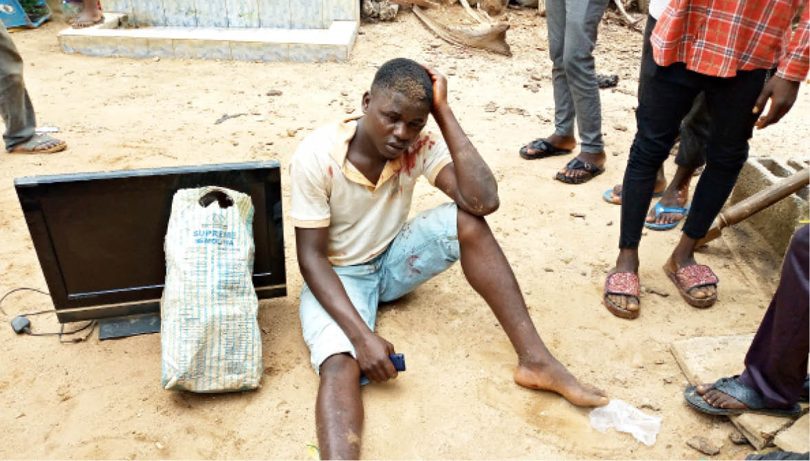 Suspected thief nearly lynched for allegedly stealing Plasma TV in Abuja