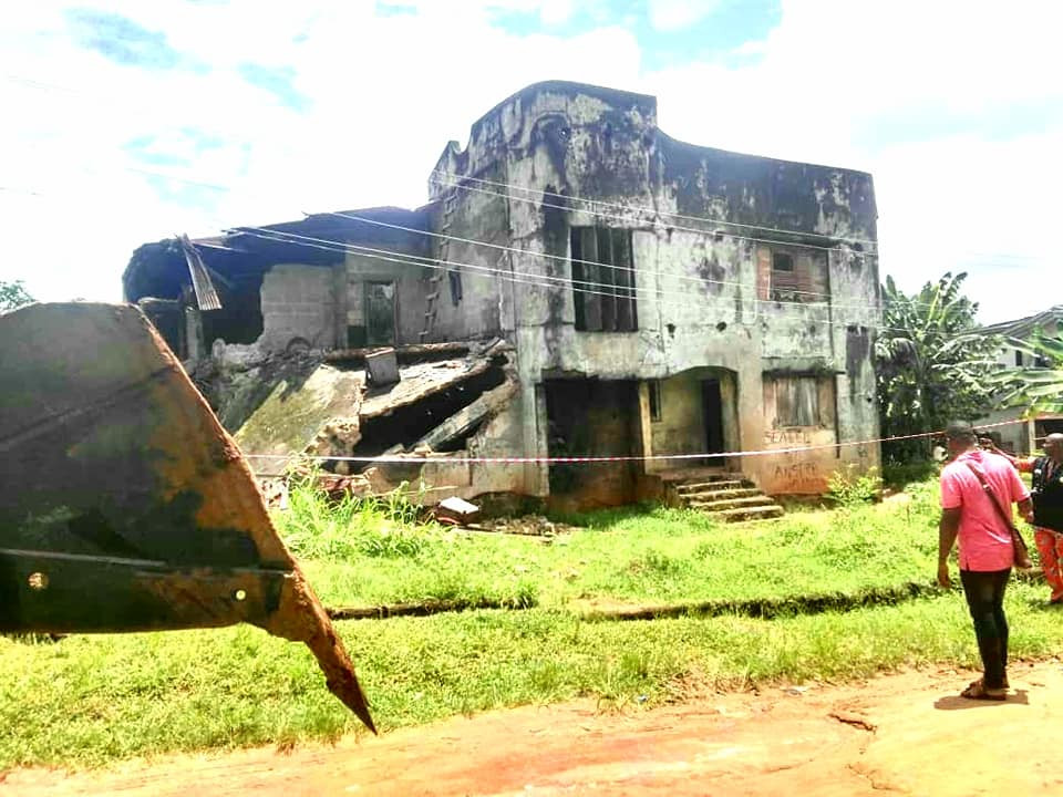 Anambra State Govt demolishes partially collapsed building that killed husband and wife