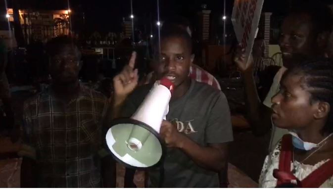 Again, #EndSARS protesters pass the night at Lagos government house lindaikejisblog  1