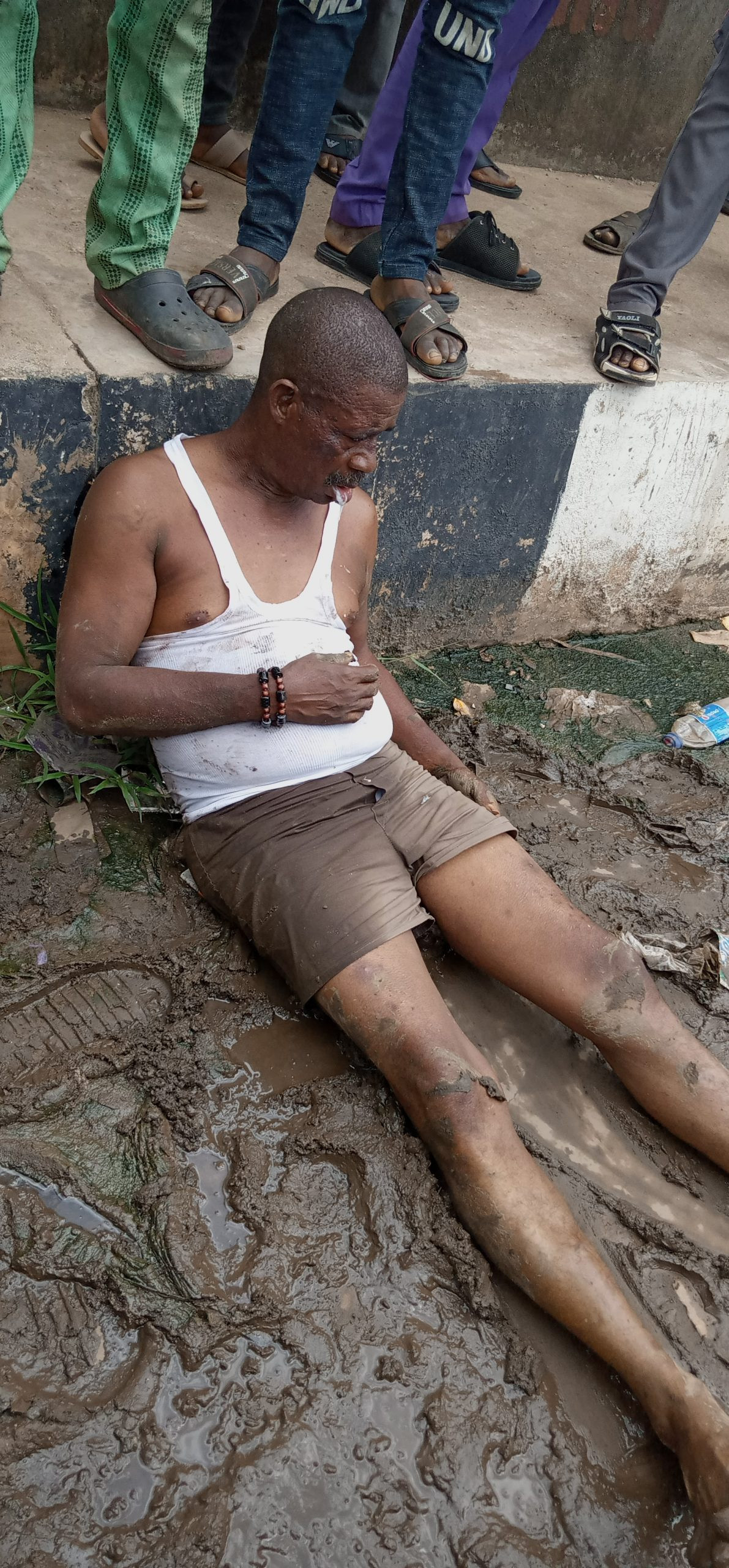 Man allegedly beaten mercilessly by Ogun Parking Management officers (photos)
