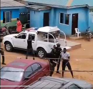 #EndSARS protest: Man who recorded a video of Ajuwon policemen assaulting a Sports journalist has allegedly been arrested
