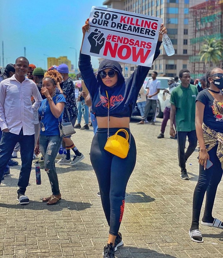 Onyii Alex slams follower for her comment after she took part in the end SARS protest