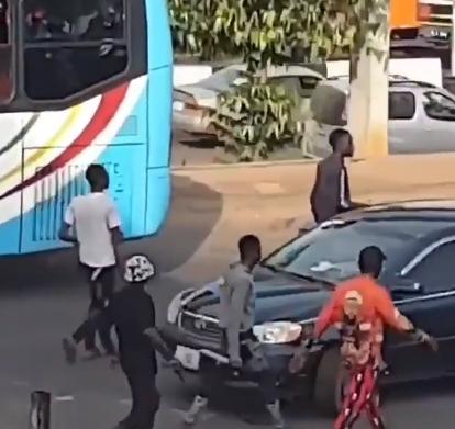 #AlausaProtest: Again, Thugs attack #EndSARS protesters in Lagos (video)
