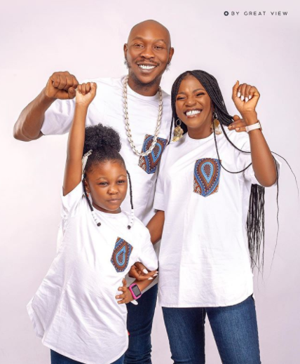Lovely photo of singer Seun Kuti with his partner, Yeide and their daughter