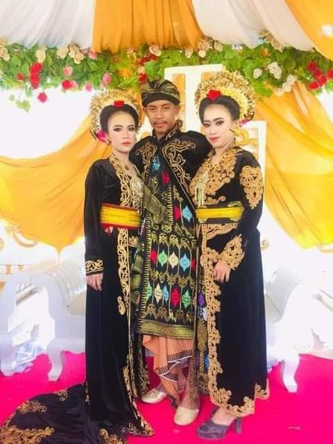 20-year-old student marries two teenage girls within a month