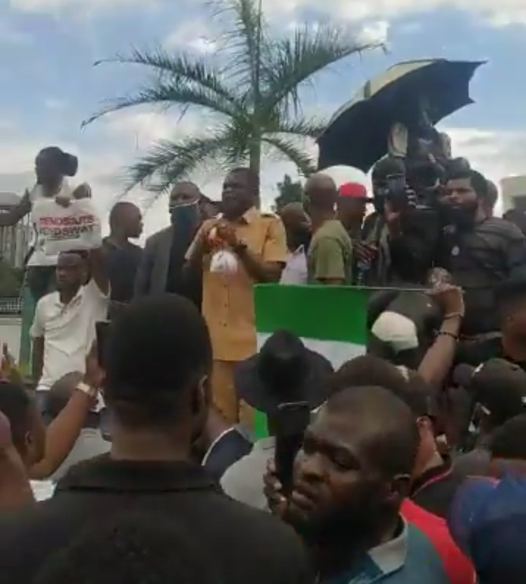 One allegedly killed and many others injured as hoodlums attack #EndSARS protesters in Edo (photos/videos)