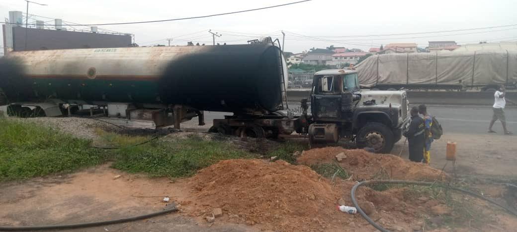 Petrol tanker explodes on Otedola bridge (photos)