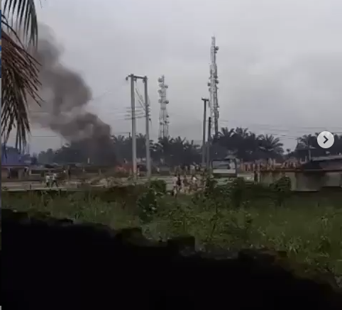 Oyigbo police station in Rivers state has been set on fire (video)