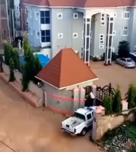 Alleged DPO scales a hotel fence to escape from a mob (video)