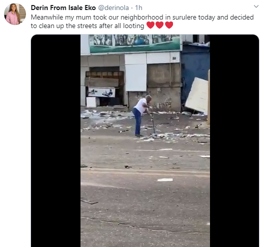 Elderly woman takes it upon herself to clean up a street trashed by looters in Surulere (video)