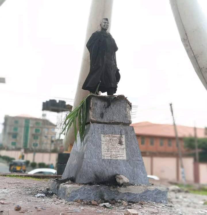 Mob burn Nnamdi Azikiwe