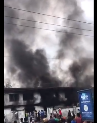 Senator Gershom Bassey?s house in Calabar looted and set on fire by a mob (videos)