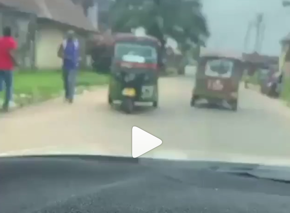 "Mob cart away ""COVID-19 palliatives"" found in a warehouse in Umuahia (video)"