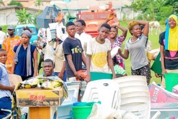 Osun police arrest looters who attacked private and public businesses; recover several stolen items  (photos)