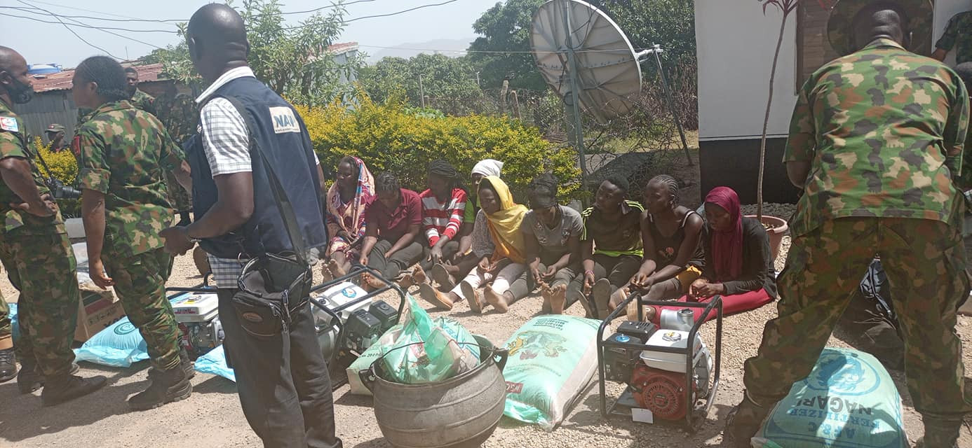 Police parade suspects who broke into govt Silos in Jos and looted fertilizers, chemicals, other items