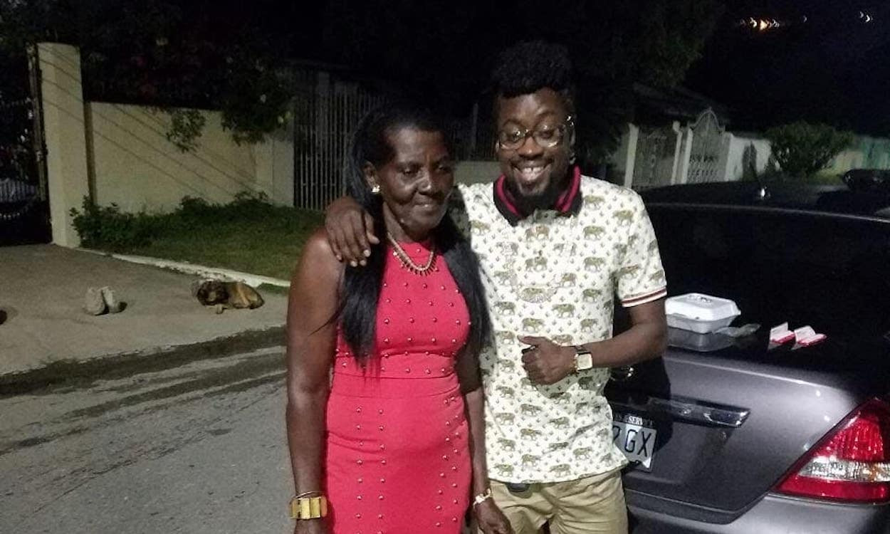 Veteran Jamaican dancehall star, Beenie Man rushed to the hospital after fainting during his mother