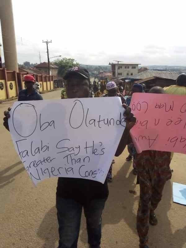 irate youths invade palace in Osun in attempt to chase out monarch over 33-year Obaship tussle