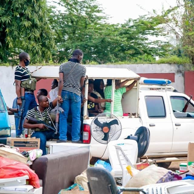 Looters begin to return items stolen from govt facilities, private businesses after Governor Oyetola