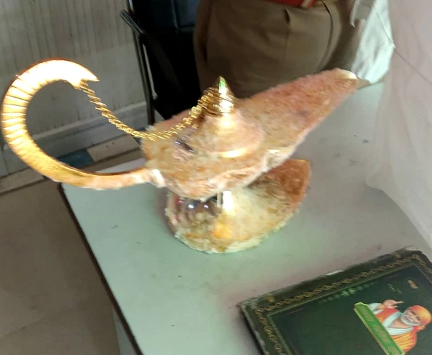 Indian doctor duped into spending $93,000 on ?Aladdin?s lamp that will make him rich