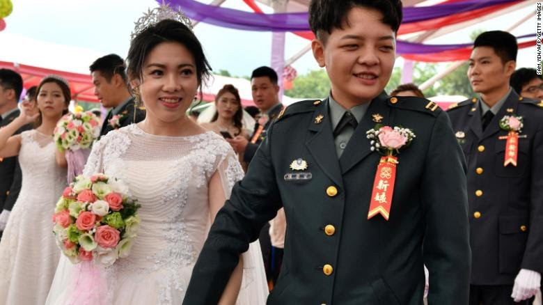Two women become the first military officers to have same sex marriage in  Taiwan (photos)