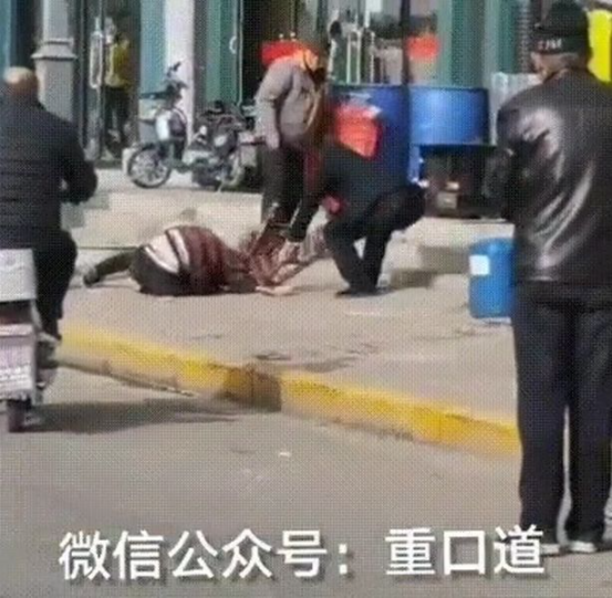 Man beats wife with brick and stabs her to death with pitchfork in broad daylight as bystanders look on (video)