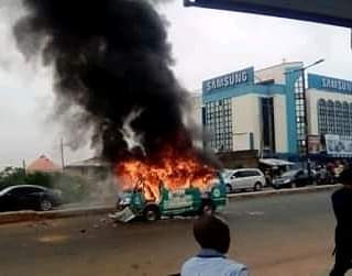 Company driver flees as angry youths loot his bus before setting it ablaze for killing a motorcyclist in Ibadan