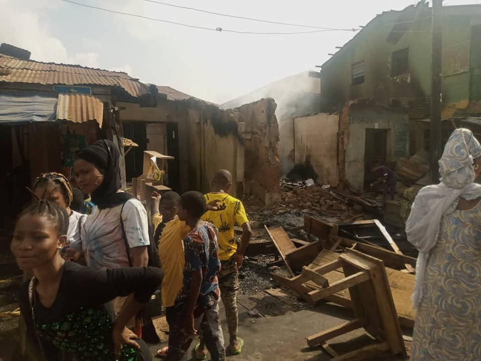 Hoodlums attack market in Oyo, loot and set shops ablaze