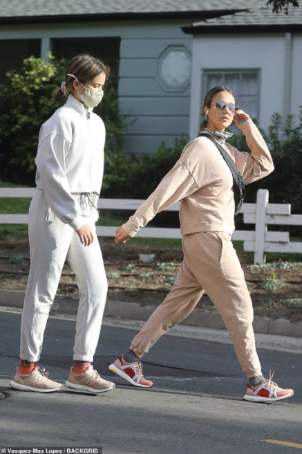 Jessica Alba and daughter Honor, 12, rock matching sweatsuits while running errands in LA (photos)