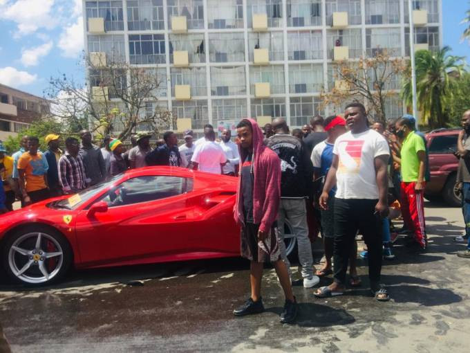 Ginimbi?s Ferrari overheats while it was being driven to his farewell ceremony (video)