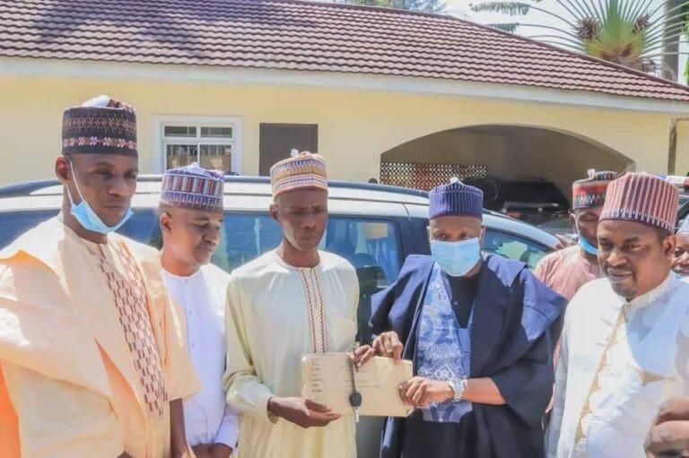 Man who trekked to celebrate Buhari