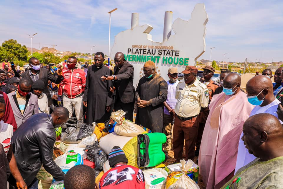 Repentant looters ask for forgiveness from Plateau State Govt as they return stolen items
