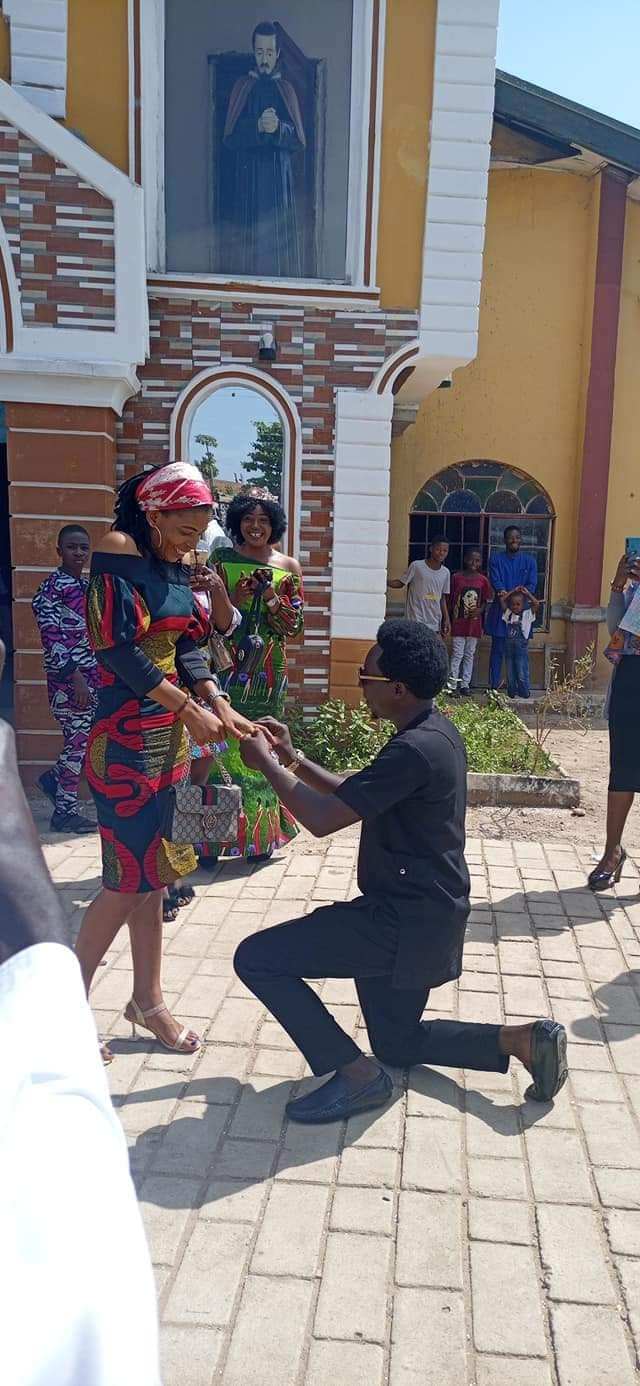 """The holy spirit arrested him to ask that big question"" - Friends poke fun at Nigerian man as he proposes to his girlfriend in church"