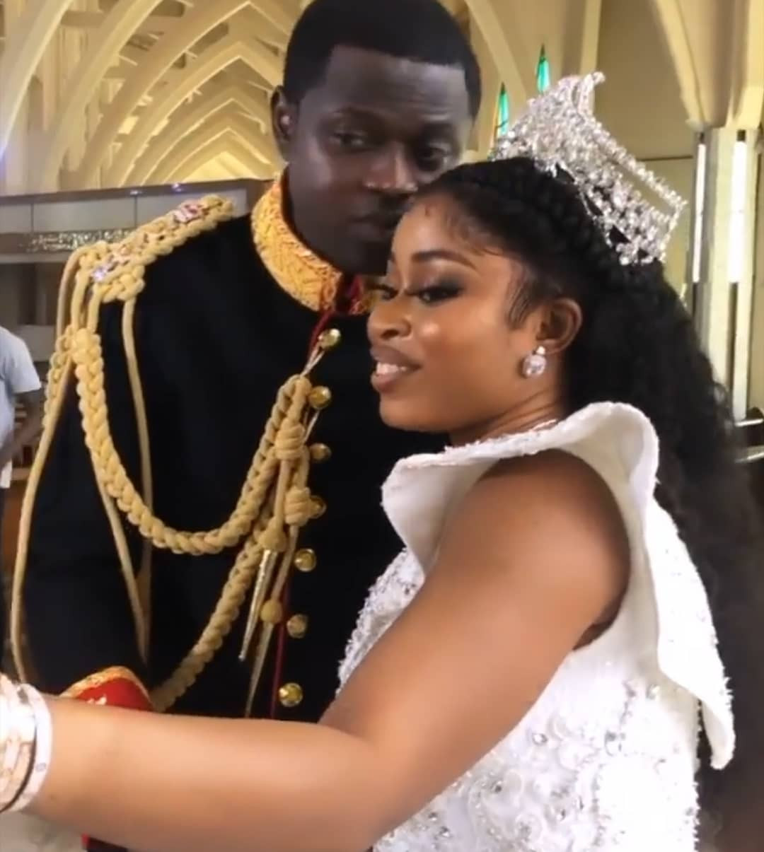 First photos and videos from the wedding of luxury designer, Malivelihood, and Deola Smart, daughter of Senator Adeyemi Smart
